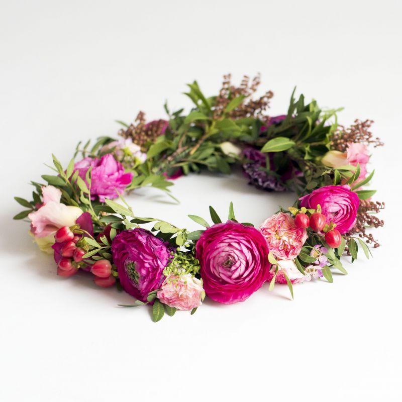 Coronita de flores en tonos vivos