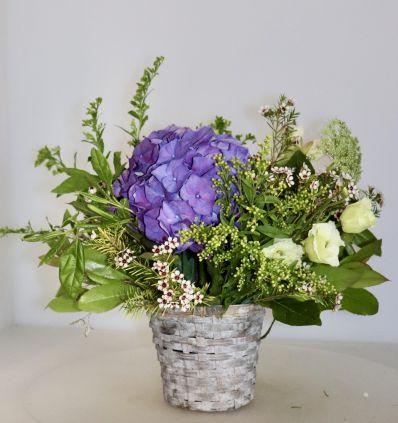 Cestita con flores