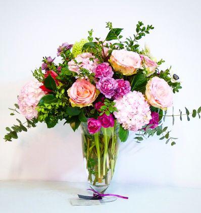 Jarrón Clásico con Flores Claras