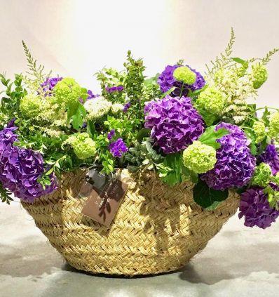 Capazo Con Flores Moradas